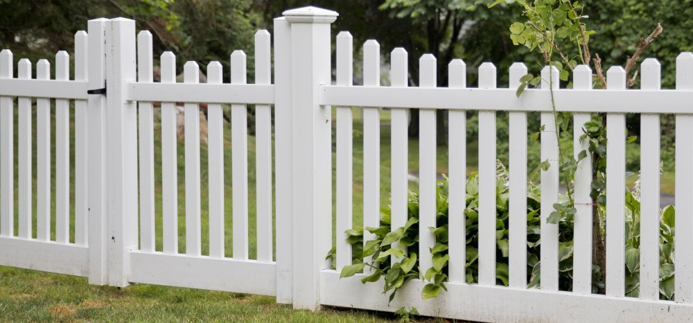 Mr. Fence of Indiana Silverbell Scallop Vinyl Picket Fence